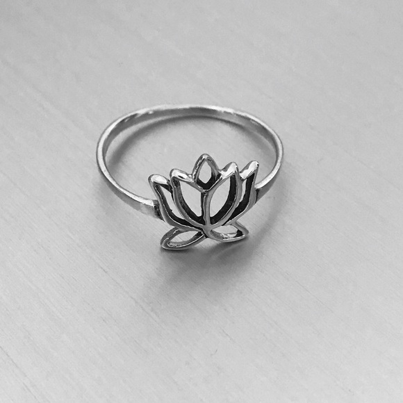 "Jewelry - ""NEW"" Sterling Silver Cut Out Lotus Flower 🌸 Ring"
